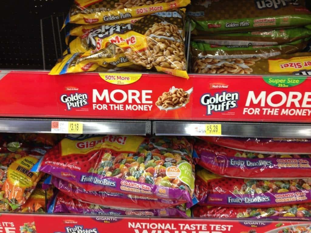 Vedete questi sacchi giganti? No, non è cibo per cani, sono confezioni di Cereali. Qui AMANO i cereali.