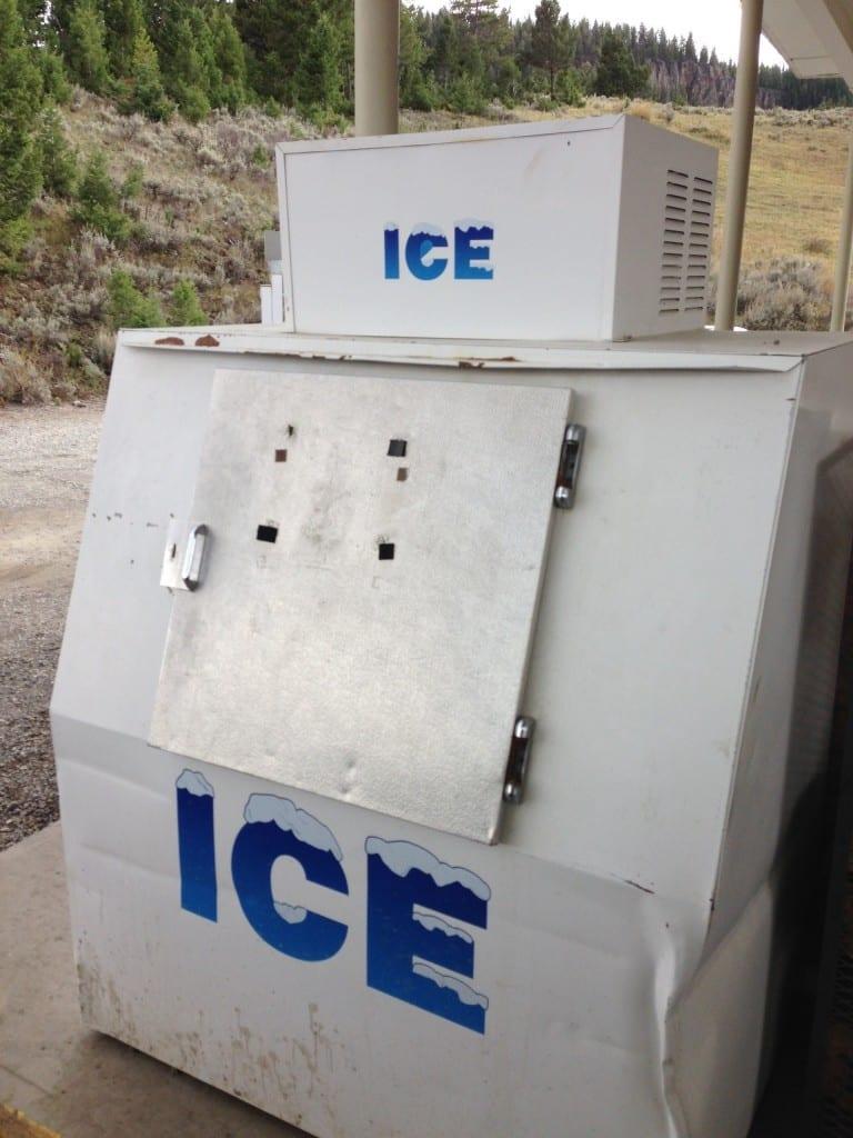 Trovare un contenitore di ghiaccio così grande al Benzinaio vi fa capire quanto gli americani siano fissati con le bevande fredde.