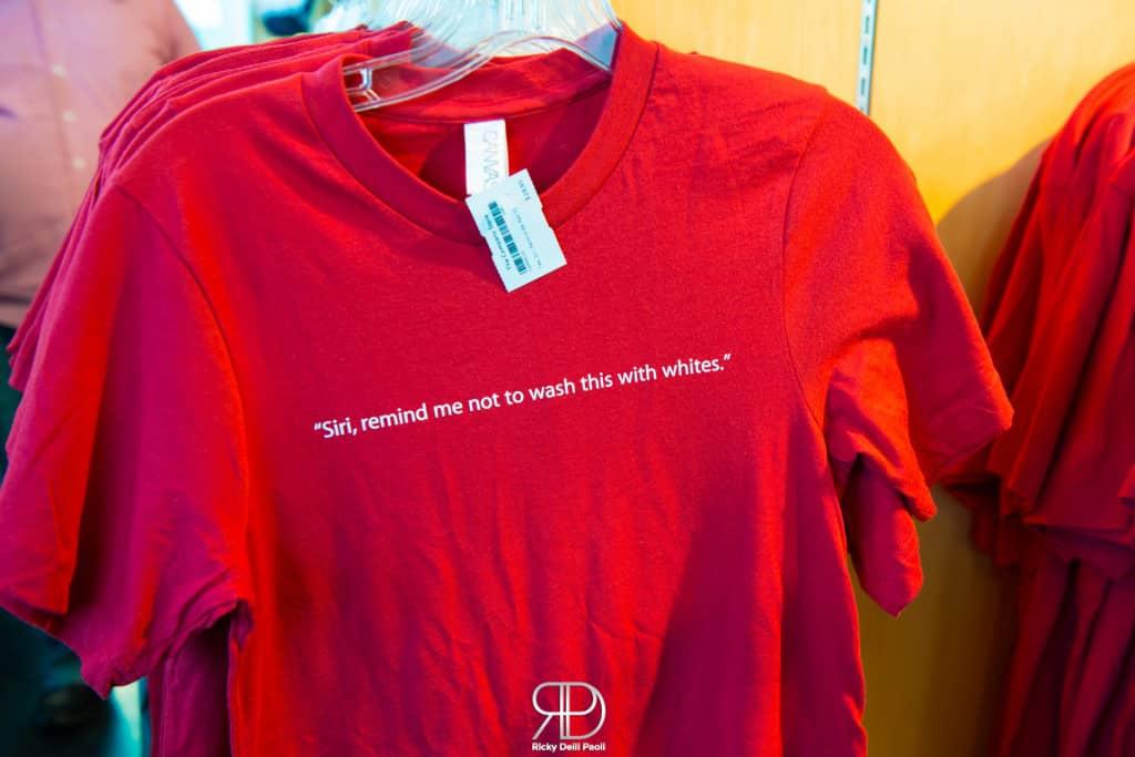 Nel momento in cui sto scrivendo l'articolo, indosso questa maglietta. Potevo forse lasciarla lì?